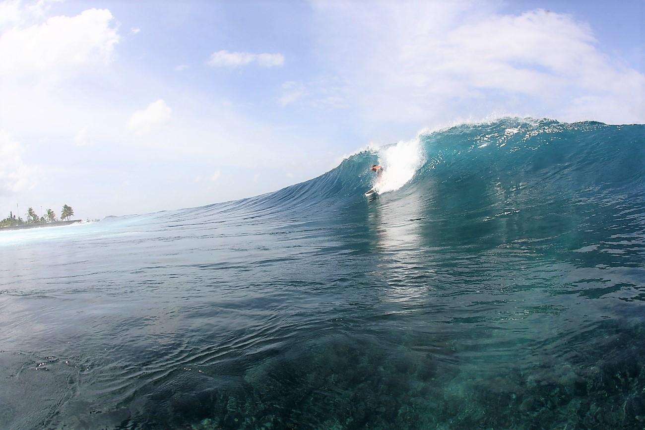 town surf break maldives