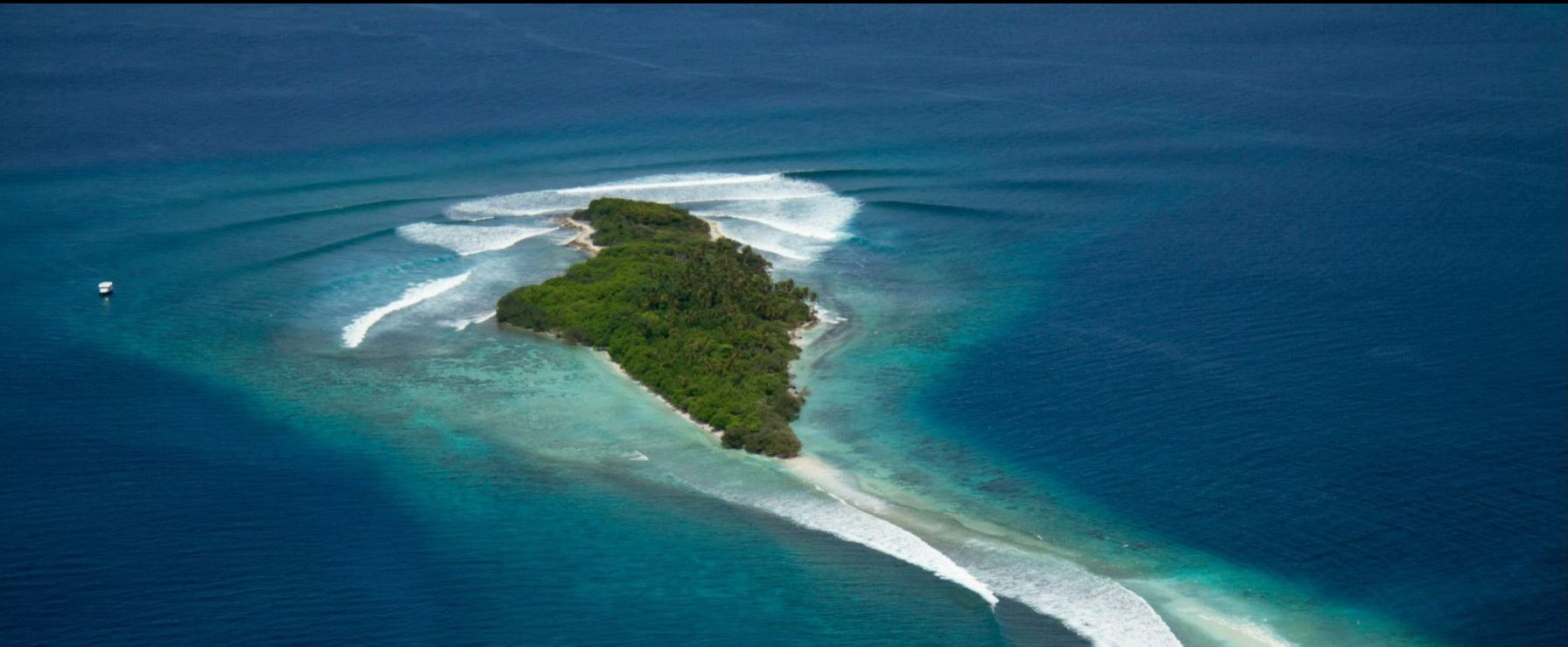 Sultans Break Maldives Waves Surfatoll