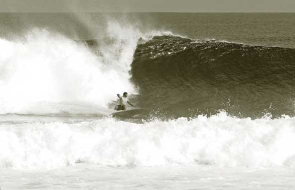 tony-bottom-surf-maldives
