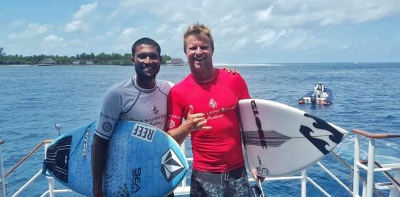 Iboo_pic_maldivian_surfer
